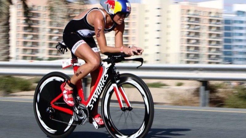 Motiv: Triatlet Camilla Pedersen træner på cykel