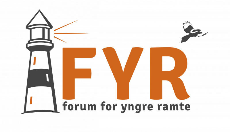 Motiv: FYRs logo - et sort og orange fyrtårn og teksten: FYR - forum for yngre ramte