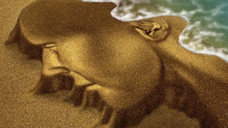 ECT, identitet. Motiv: Ansigt i sand som skylles væk af bølge.