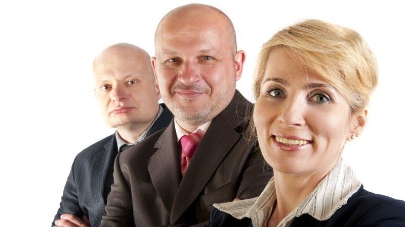 Erhvervsklub. Motiv: Tre personer i jakkesæt.
