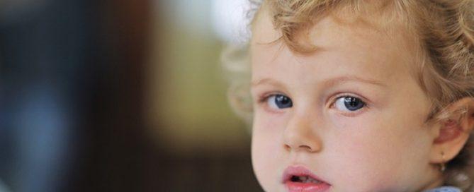 Hydrofamilie. Motiv: Et lille barn med lyse krøller